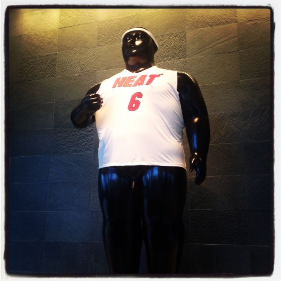 Two huge statues inside of the Four Seasons in Miami are now sporting #Heat branded promotional t-shirts. #PromoProducts