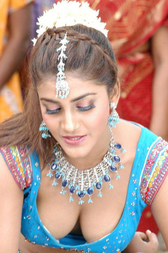 больший огромный груди у индийских девушек фото можете