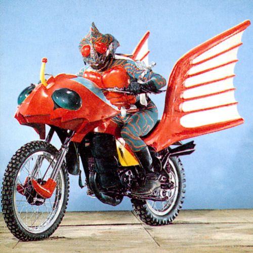 仮面ライダーアマゾンとバイク
