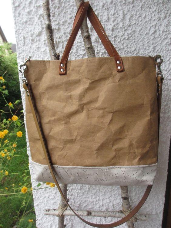 Anleitung zum Nähen einer Tasche aus SnapPap, mit Schulterriemen und Handgriffen aus Leder. Innen noch ein Täschchen für die Ordnung.