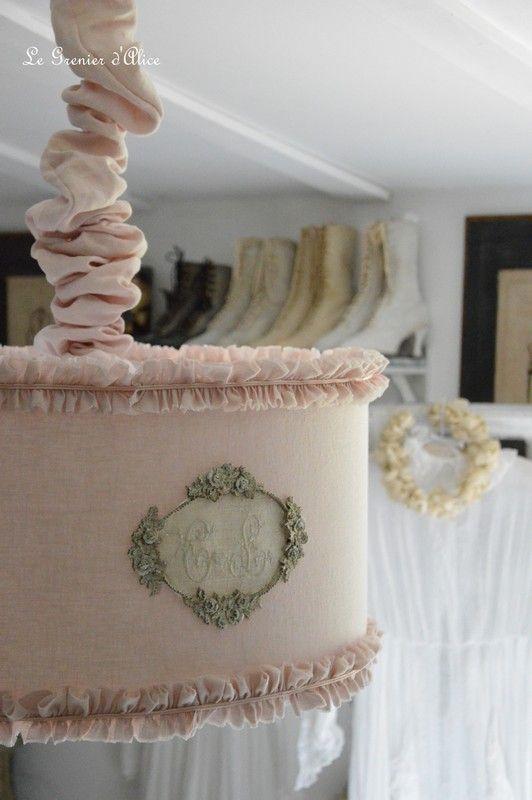 abat jour suspension monogramme linge ancien ornement shabby chic et romantique luminaires. Black Bedroom Furniture Sets. Home Design Ideas