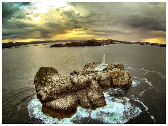 Isla de Mouro frente a la Península de La Magdalena en #Santander | #Cantabria | #Spain