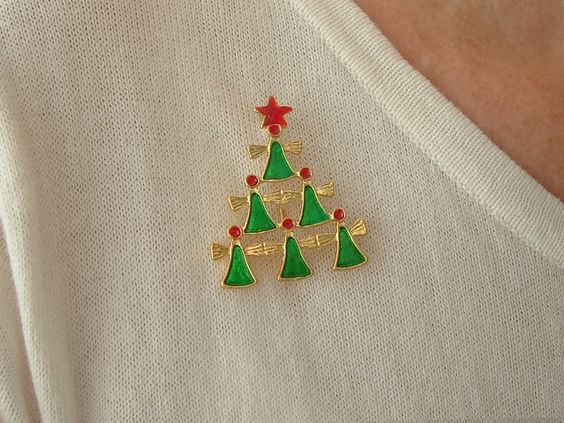 kerstboom broche van engeltjes