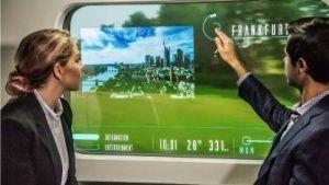 Innovation Train: Deutsche Bahn kooperiert mit Hyperloop-Mehr sehen, als draußen zu sehen ist: Die Deutsche Bahn will in einem Zug transparente Bildschirme ins Fenster einbauen, auf denen sich der Fahrgast digitale Informationen anzeigen lassen kann. Partner in dem Projekt ist Hyperloop Transportation Technologies.