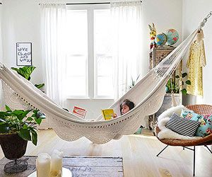 Hammocks creative and indoor hammock on pinterest for Living room hammock