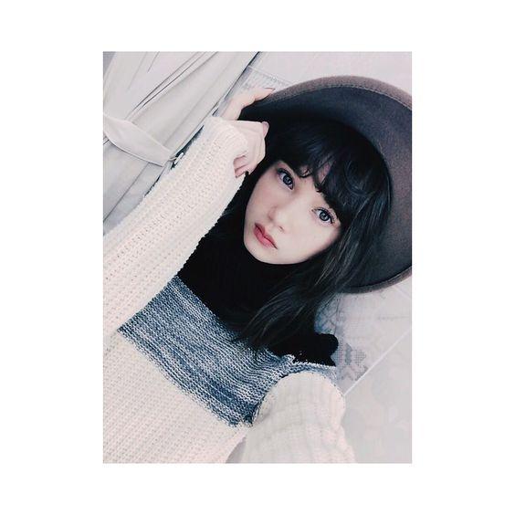 ニットを着ているマーシュ彩