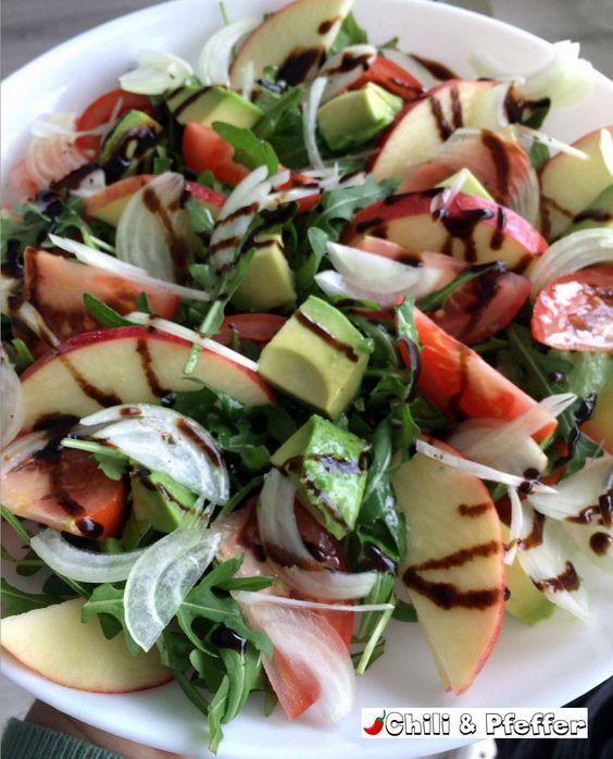 Ruccola-Avocado-Salat mit Apfel