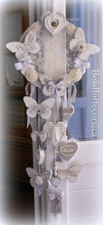 Couronne aux papillons et coeurs bois patin gris et for Coeur couronne et miroir apollinaire