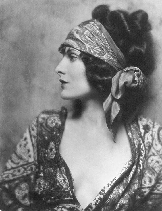 Evelyn Brent 1924