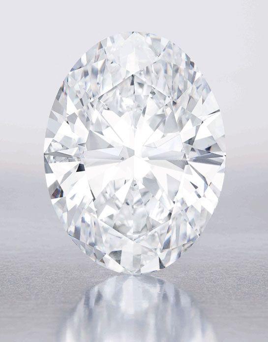 Un diamant blanc de 118 carats chez Sotheby's à Hong Kong http://www.vogue.fr/joaillerie/le-bijou-du-jour/diaporama/un-diamant-blanc-de-118-carats-chez-sotheby-s-a-hong-kong/15051#!2