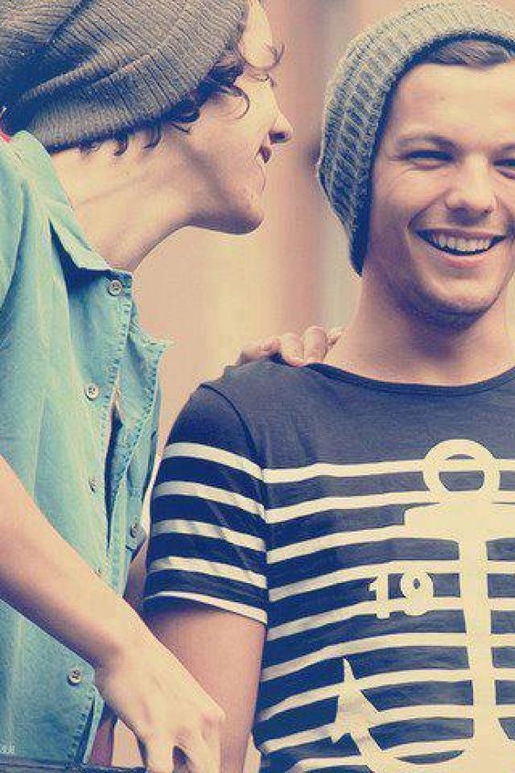 Harry Styles & Louis Tomlinson One of my favorite pictures of Larry Stylinson & they are so cute & in beanies & it shows there crazy/funny personality!: