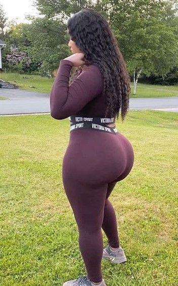 Black ebony with big ass Pin En Ebony