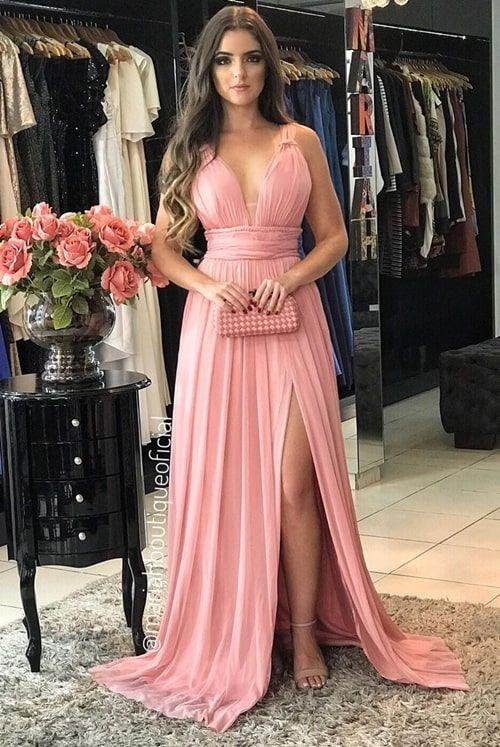Vestido rosa para madrinha: 18 vestidos para usar em 2019  #vestido #vestidodefesta #vestidolongo #vestidoparamadrinha #madrinhadecasamento #vestidoparaformanda #vestidoparaformatura #formanda #eveningdress #vestidofiesta #vestidogala #promdress #casamento #noiva