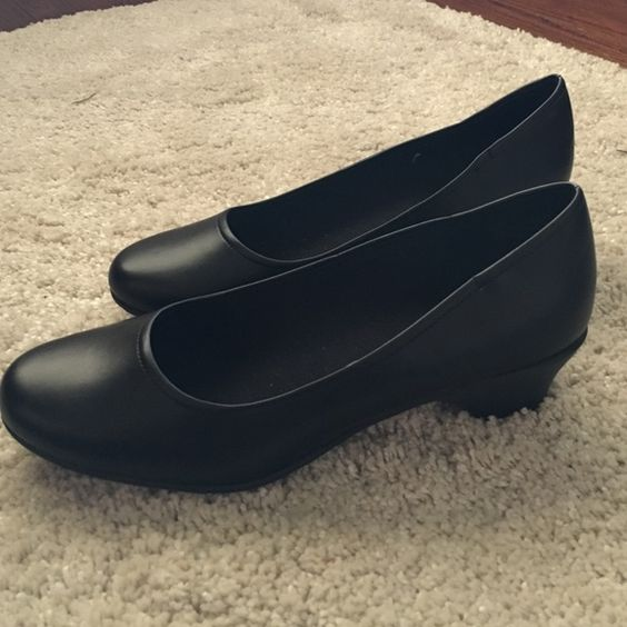 SafeTstep shoes  Never worn. Like new. Comfort insole. Great for working in a restaurant. If you have any questions feel free to ask. Smoke and pet free home. Predictions Shoes Heels
