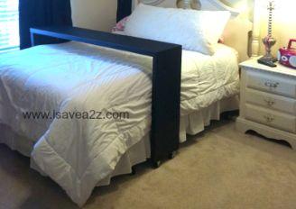 Disfruta como te mereces de los domingos por la mañana con una mesa para cama con ruedas, fácil de hacer y muy económica.