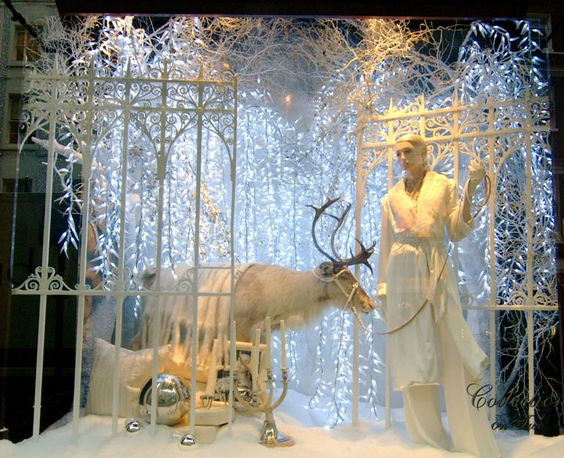 Ralph Lauren Christmas windows, London visual merchandising: