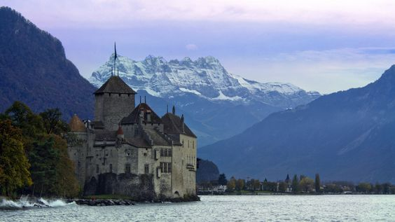 There are dreamy lakeside castles… | 20 Reasons You Should Drop Everything And Go To Switzerland
