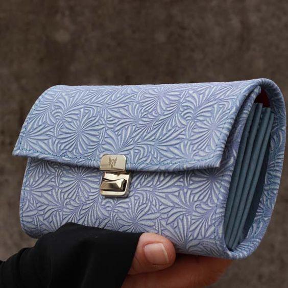 portemonnaies mit muster blau blumen