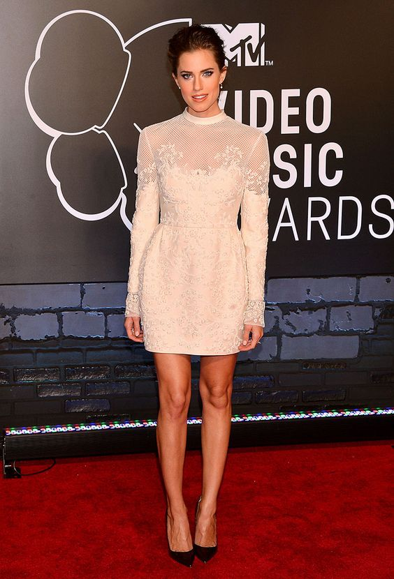 Los mejores looks de los MTV Video Music Awards 2013  - Allison Williams - Valentino
