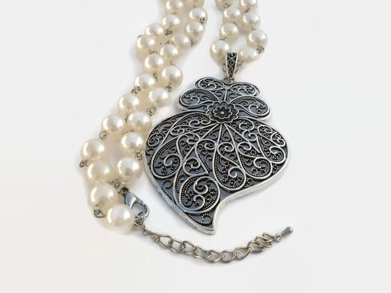 "Filigree Heart Pendant Necklace, Portuguese ""Coração de Viana"" (Viana Heart) in vintage Silver color with Faux Pearl Necklace, RMTouch#12 by RMTouchJewelry on Etsy"
