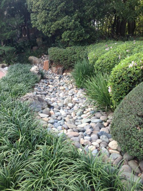 25 Gorgeous Dry Creek Bed Design Ideas For Your Garden Trockenes Bachbett Trockenes Flussbett Landschaftsdesign