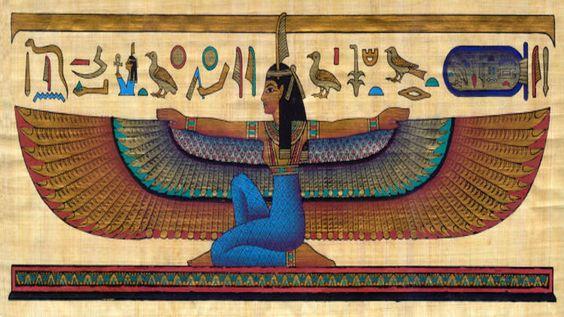 """Ma'at - Dea egiziana dell'ordine cosmico, della giustizia e della verità.Nella composizione del suo nome entra la misura lineare, o """"cubito"""", per sottolineare il senso di esattezza matematica. Essa personificava l'equilibrio fra i contrasti.. nel tribunale di Osiride, è lei ad accompagnare l'anima del defunto nella sala Maaty (""""delle due Maat"""", cioè della Verità e della Giustizia):"""