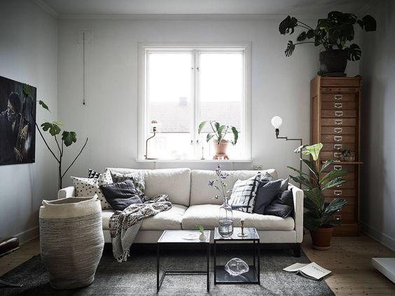 cosy livingroom in ceramist Elin Lannsjös stunning home, via http://www.scandinavianlovesong.com/