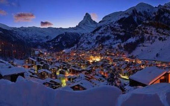 Zermatt: un viaggio ricco di avventura Celebre per il famoso Matterhorn (il Monte Cervino), Zermatt offre alcune delle migliori piste di tutte le Alpi Svizzere. L'area è favolosa per praticare la discesa, ma chi non scia può dedicarsi ad  #viaggi #relax #estate #inverno