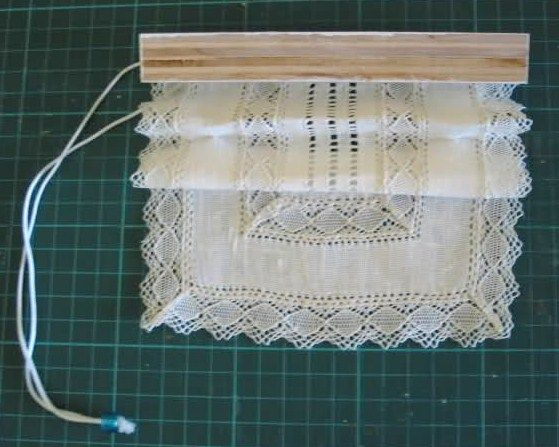 How to working lace blinds tutorial is near bottom of for Visillos cocina confeccionados