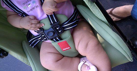 Mẹo chọn mua xe đẩy em bé và cách sử dụng an toàn