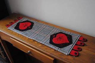 Embroidered hearts tablerunner tutoria Christine Baker - Fairfield Road Designs & Christine's Thrive Life