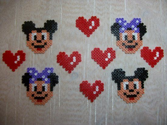 mickey et minnie en perles hama sonia pinterest. Black Bedroom Furniture Sets. Home Design Ideas