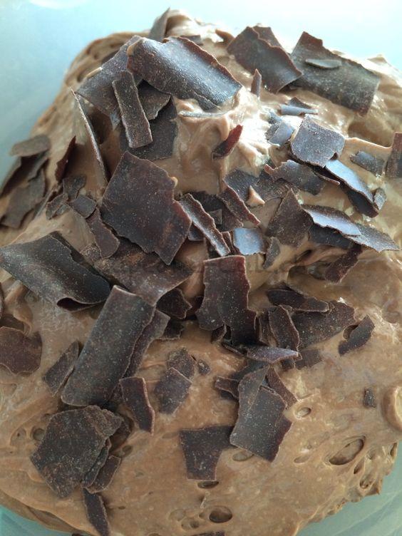 Soja-Schokoladenmousse - vegan und sehr lecker! mehr auf: http://cupcake-cult.ch/?p=3577