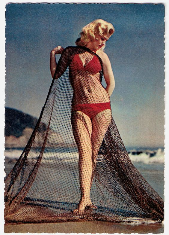 Truth be told, these bathing beauties knew how to have fun in the sun before we even knew how to walk! Here are 15 vintage beach pinup girls that'll totally inspire your seaside style!