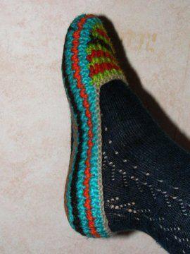 crochet slippers: Slippers Socks, Crocheted Slippers, Crochet Slippers Pattern, Crochet Slipper Patterns, Free Crochet Slipper Pattern, Easy Pattern, Crochet Pattern, Colorful Slippers