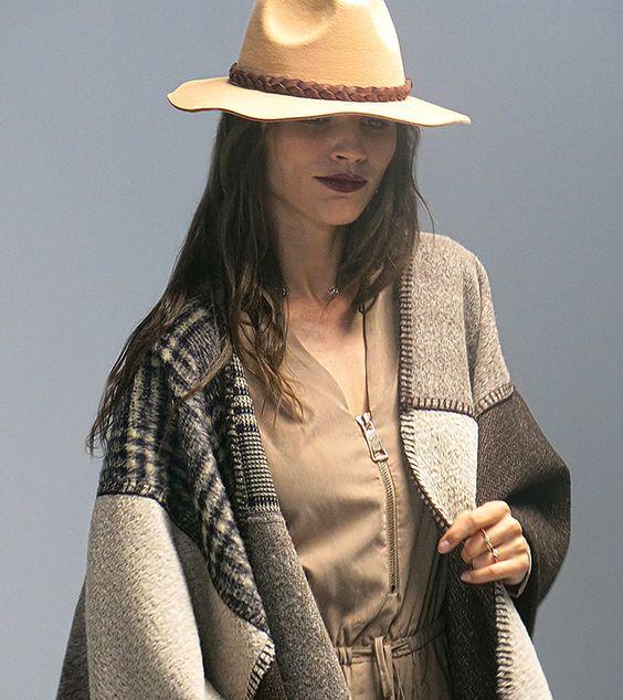 Winter outfit | invierno | #hat #winter #camel | Conoce más tendencias en http://www.larcomar.com/blog