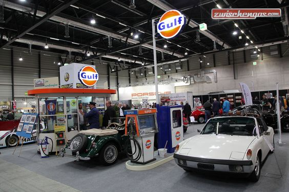 Porsche 914/6 von 1970 - vor herrlicher Tankstellen-Einrichtung: http://www.zwischengas.com/de/VC/veranstaltungsberichte/Swiss-Classic-World-Luzern-2016.html?utm_content=buffere83b0&utm_medium=social&utm_source=pinterest.com&utm_campaign=buffer  Foto © Bruno von Rotz