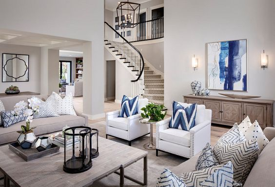 ¿Imaginaste tu sala de azul? Conseguirás un ambiente muy agradable, fresco y relajante si decoras tu sala con este maravilloso color. Y si como yo eres amante del mar, el azul te hará sentir más cerca del océano. http://bit.ly/2DmdhOZ  #salas #decoracion #salasazules #blue #livingroom #bluelivingroom #interiordesign