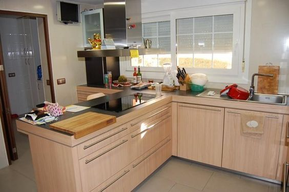 Cocina totalmente amueblada con cuarto de lavado y plancha - Cuarto de plancha ...