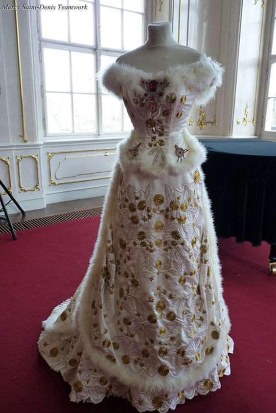 The Sisi Museum. Replica of the dress worn by the Empress in the portrait of Georg Raab.