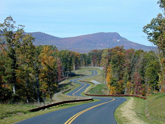 The road mimics the river as you enter Shenandoah River State Park in Virginia