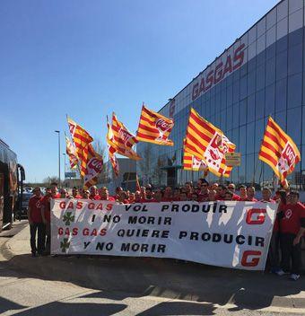 El Comité de Gas Gas acude al Parlament de Catalunya  para informar de la precariedad de su situación y reclamar soluciones para las 400 familias que dependen de la planta.  Los trabajadores de insisten en la viabilidad de la empresa y denuncian su progresivo deterioro.