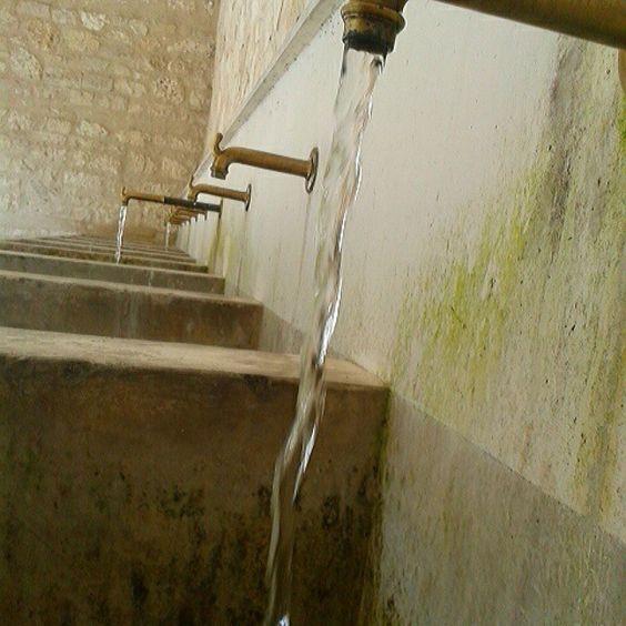 Nulla è più semplice e sincero di una goccia d'acqua. (presso Sorgenti Del Fiume Verde)
