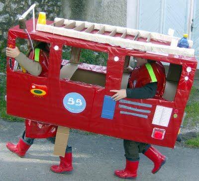 reciclando en la escuela: 8. CaMiÓn De BoMbErOs   building a fire truck out of recycled materials!