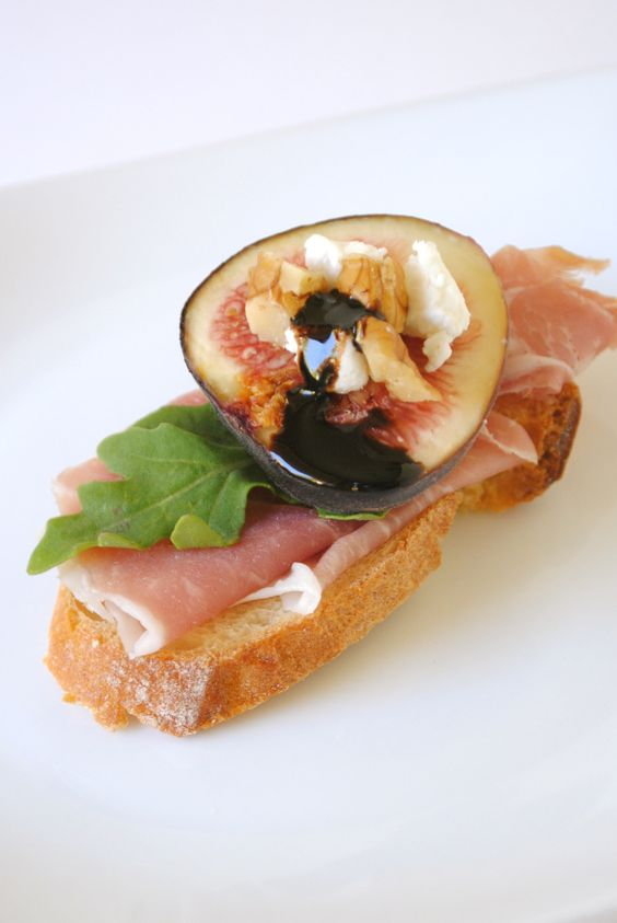 Fig and Prosciutto Crostini | Prosciutto and Figs