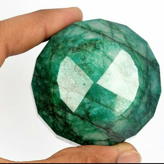 Collectibles museum size 100℅ natural emerald from Africa