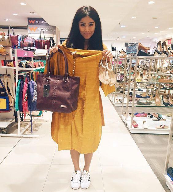 Pair your Kurtis with Oversized Handbags