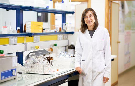 Una profesora de la Universidad de Salamanca lidera un estudio mundial sobre adicciones mediante el análisis de aguas residuales en 120 ciudades | Sala de Prensa