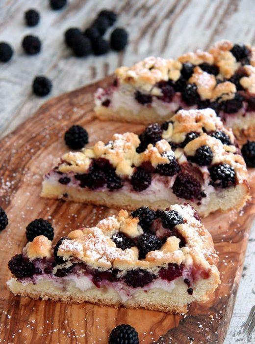 La Tarte aux mures et à la ricotta est un dessert de saison auquel on ne résiste que difficilement. Découvrez la recette ci-dessous :