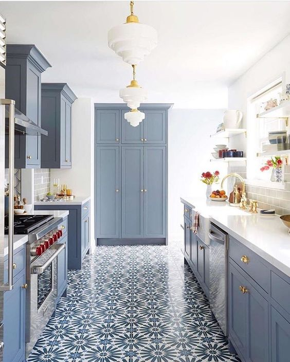 Beautiful white and blue kitchen #bluekitchens #bluedecor #kitchendesign #kitchendecor #kitchenremodel #blueandwhitekitchen